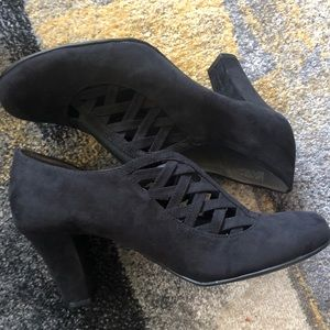 Black Suede Pump (New/Never Worn)